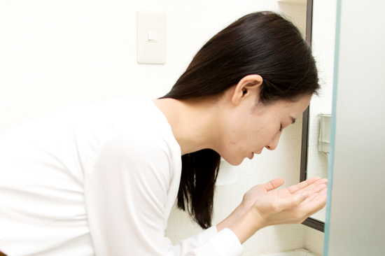 STEP.4 洗面台で洗顔