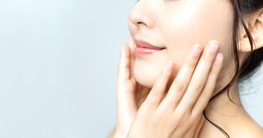 シワ・たるみ-顔や目の周りのシワ・たるみを強力に改善させ、弾力にあるお肌へと導きます。